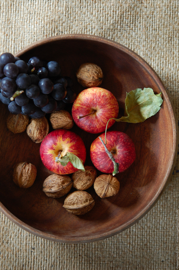 Sinemage Autumn fruits apples grapes and walnuts